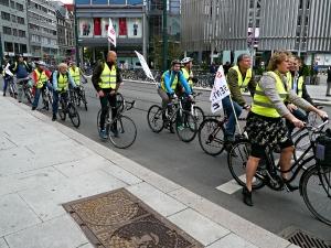 Sykkeltoget på vei gjennom sentrum.